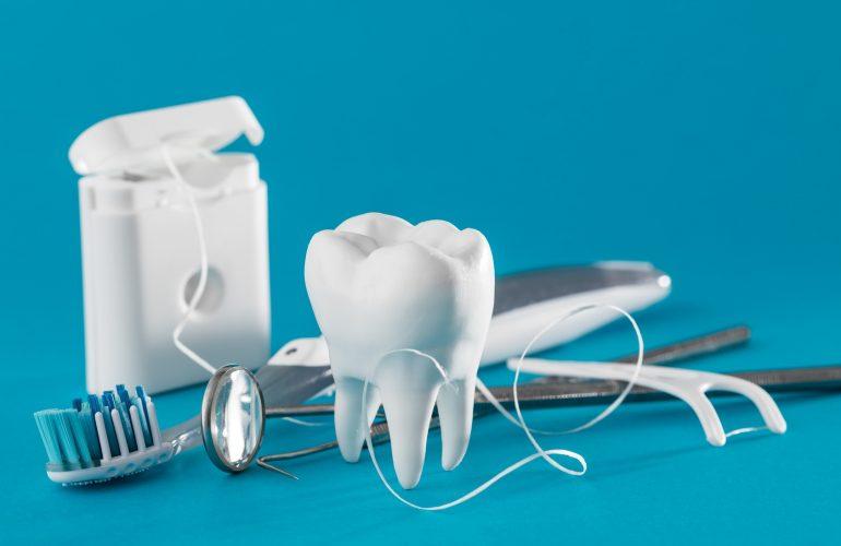 Kann eine Munddusche das Zähneputzen ersetzen?